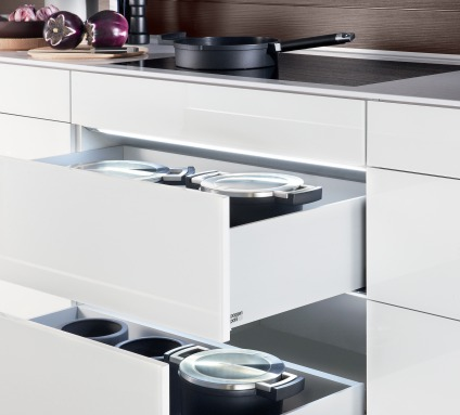 Poggenpohl White Drawers